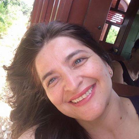 Iana  Cavalcanti